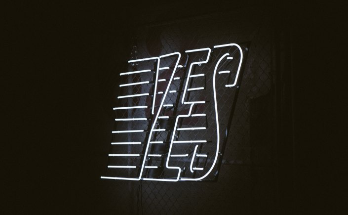 Neon yes sign